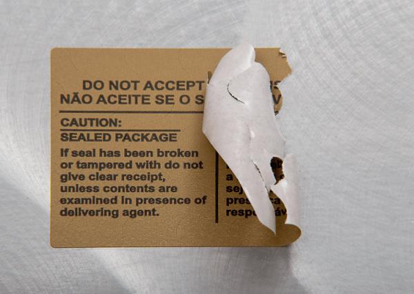 Lacre Adesivo Papel Couchê com Picotes de Segurança - Violado
