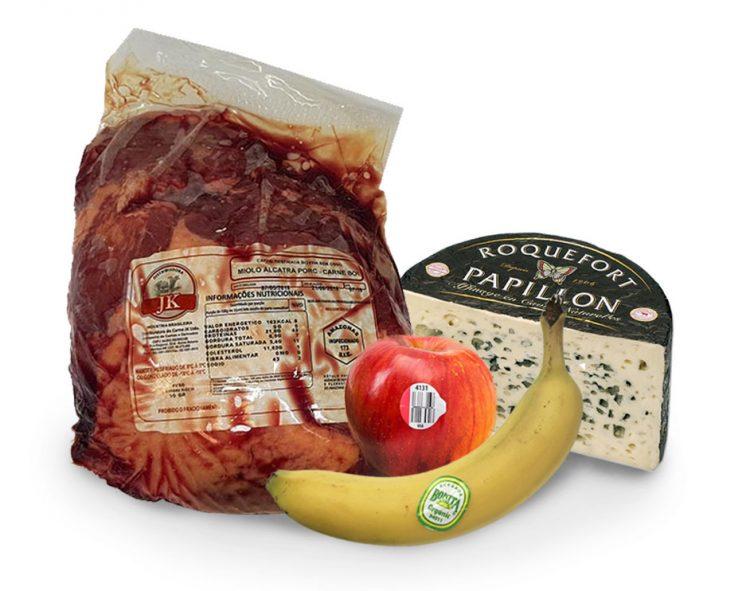 carne queijo e frutas com etiquetas adesivas para alimentos promtec