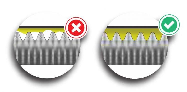 uma superfície rugosa vista de lado no microscópio - No primeiro, a camada de adesivo fica só no topo, no segundo ela penetra nas rugosidades aumentando a adesão