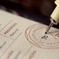 rótulo em papel texturizado café orfeu feito pela promtec